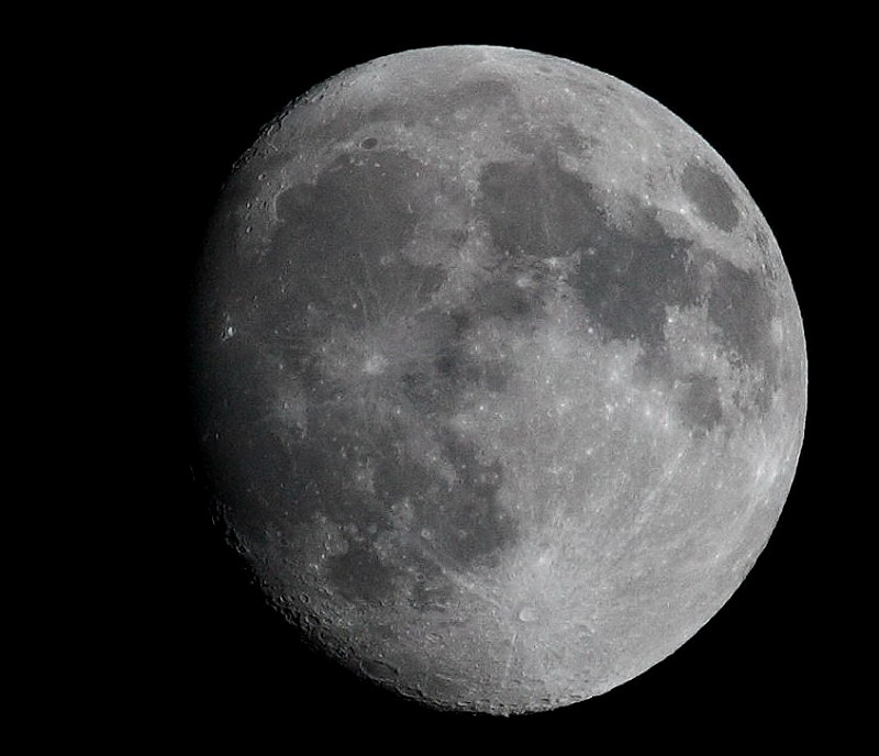 昨天晚上的月亮_昨天的月亮